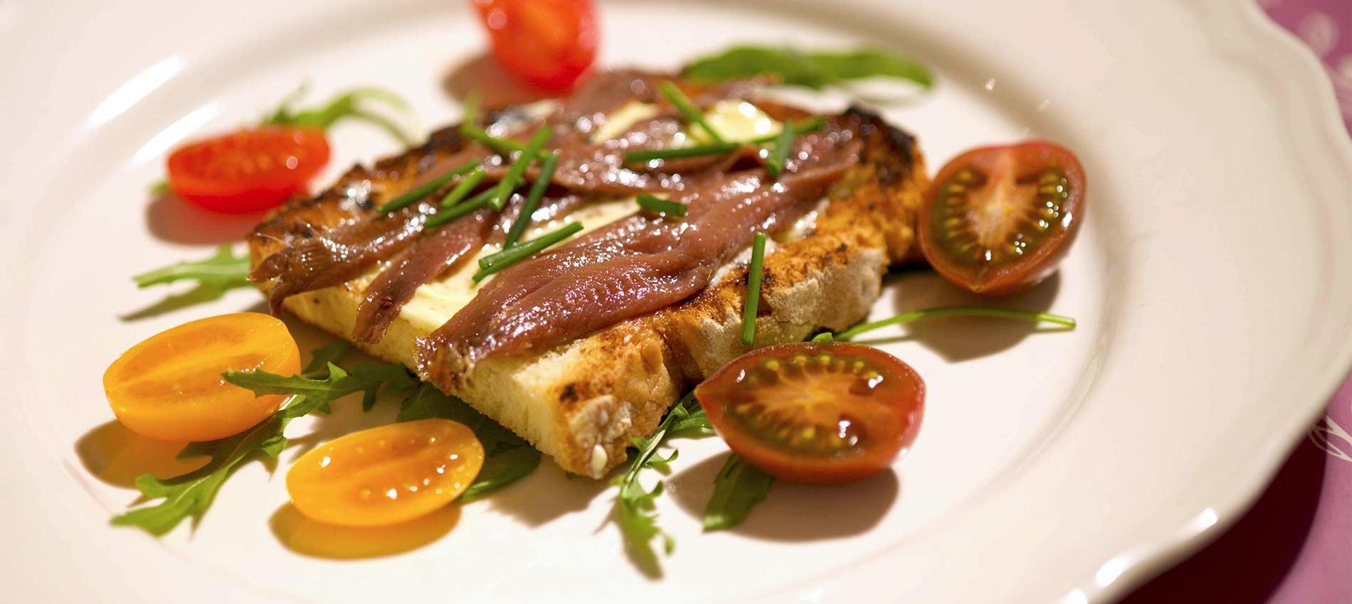 Crostino con Burro Milano Cremoso e acciughe del mar cantabrico